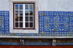 Стена выровняна с крыть черепицей черепицей azuljozo на террасе Mona стоковая фотография rf
