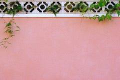 Стена в стиле испанского языка в городе Стоковое Фото