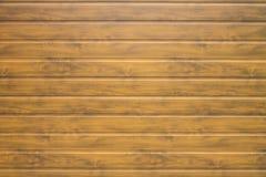 Стена горизонтальных коричневых деревянных панелей Стоковые Изображения