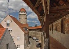 Стена города и башня - Nordlingen - Германия Стоковые Изображения RF