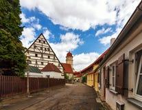 Стена города и башня - Nordlingen - Германия стоковая фотография rf