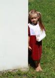 стена девушки стоящая Стоковые Фото