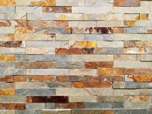 Стена естественных камней, текстура стены стоковые фото