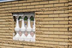 Стена желтых кирпичей с окном Стоковое Фото