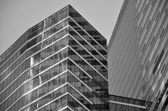 Стена здания сделанного из стекла стоковые изображения