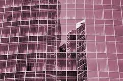 Стена здания сделанного из стекла стоковые фото