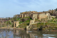 Стена и башня в Toledo, Испании Стоковое Фото