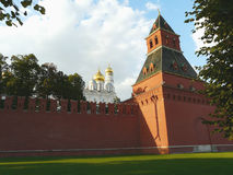 Стена и башня Москвы Кремля Стоковая Фотография RF
