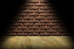 Стена и пол под фарой стоковые фотографии rf