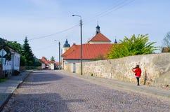 Стена и церковь в Tykocin, Польше стоковая фотография rf