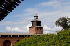 Стена и Chasovaya Кремля возвышаются в Nizhny Novgorod, России Стоковое фото RF