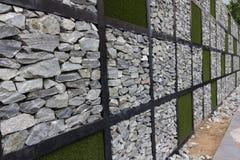 Стена камня и травы Стоковая Фотография