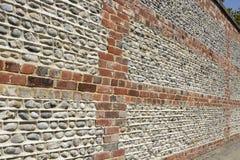 Стена кирпича и flintstone Стоковые Изображения RF
