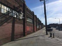 стена кирпича старая Покинутая промышленная зона Стоковая Фотография