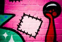 стена кирпича текстурированная надписью на стенах Стоковые Фотографии RF