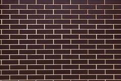 Стена кирпичей темного коричневого цвета керамических, керамических плиток Стоковые Изображения RF
