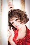 стена красного цвета девушки Стоковое Фото