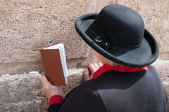 стена молитве Иерусалима голося Стоковые Фото