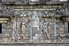 Стена на виске сари Candi в долине Prambanan на Java. Indonesi Стоковые Фото