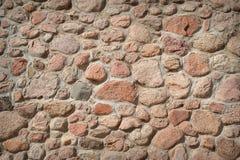 Стена дома сделанного камней различных форм и размеров Стоковые Фотографии RF