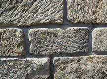 Стена песчаника от старой большой предпосылки бежа блоков стоковые изображения rf