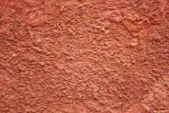 Стена покрашенная красным цветом треснутая Стоковая Фотография