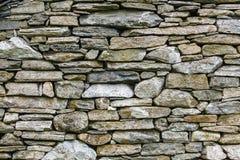 Стена предпосылки сделанная серых каменных утесов Стоковое Изображение