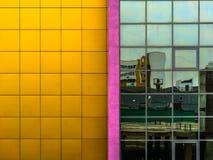 Стена против стекла Стоковое фото RF
