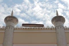 Стена прочности самой красивой мечети Masjid в небе и облаках дизайна искусства Таиланда красивых исламских Стоковое Фото