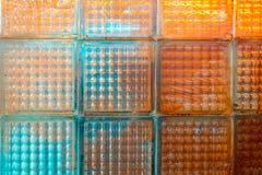 Стена плитки красочного и пакостного туалета стеклянная Стоковое Изображение RF