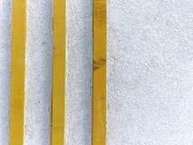 Стена разделенная 3 деревянными стойлами Стоковое фото RF