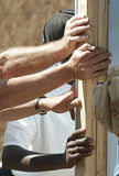стена рук поддерживая Стоковое Фото