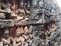 Стена скульптуры Apsara Стоковые Фото