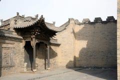 стена стародедовской двери кирпича старая Стоковая Фотография