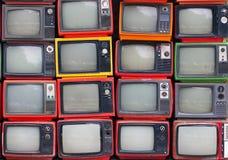 Стена старых винтажных телевидений стоковое изображение