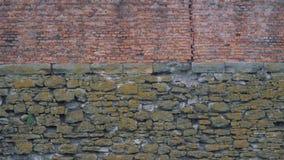 Стена старых камней и новых кирпичей видеоматериал