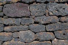 Стена сделанная вулканических кирпичей Стоковые Фотографии RF