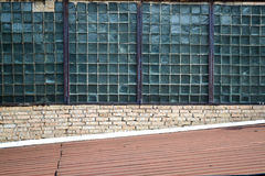 Стена с окном старого промышленного здания предпосылка промышленная Стоковое фото RF