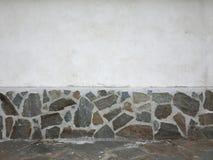 Стена с отделкой камней Стоковые Фотографии RF