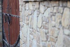 Стена с старым masonry на день Стоковая Фотография RF