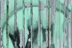 стена текстуры кирпича предпосылки старая металл загородки старый Стоковая Фотография