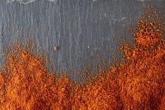 стена текстуры кирпича предпосылки старая Порошок перца красных чилей Взгляд сверху Стоковое Изображение RF