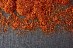 стена текстуры кирпича предпосылки старая Порошок перца красных чилей Взгляд сверху Стоковая Фотография