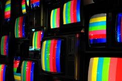 Стена телевизоров с покрашенными прокладками стоковая фотография rf