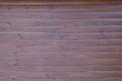 Стена тимберса темного коричневого цвета горизонтальных планок Стоковая Фотография RF