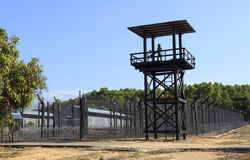 Стена тюрьмы стоковые фото