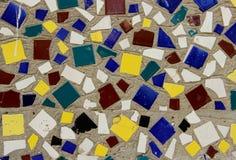 Стена украшенная с multicolor плитками Стоковое Изображение