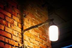 стена улицы кирпича светлая старая красная стоковые изображения