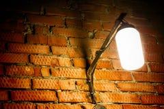 стена улицы кирпича светлая старая красная стоковое фото