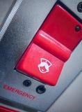 Стена установила красную кнопку скорой помощи для вызывать помощь стоковая фотография rf